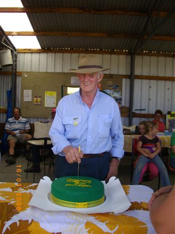 Life Member Eddie Lansdown cutting the 30th cake.